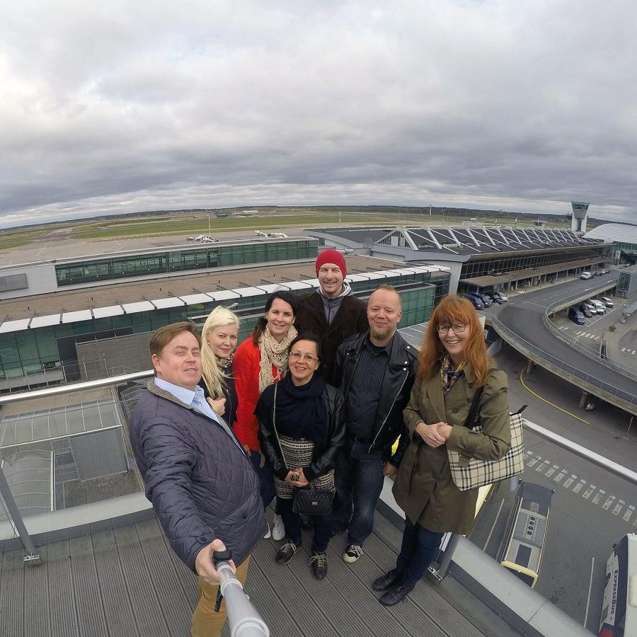 VR Asiakaspalvelun sometiimi vietti tiimipäivää Kehäradalla ja kävi lentokentällä